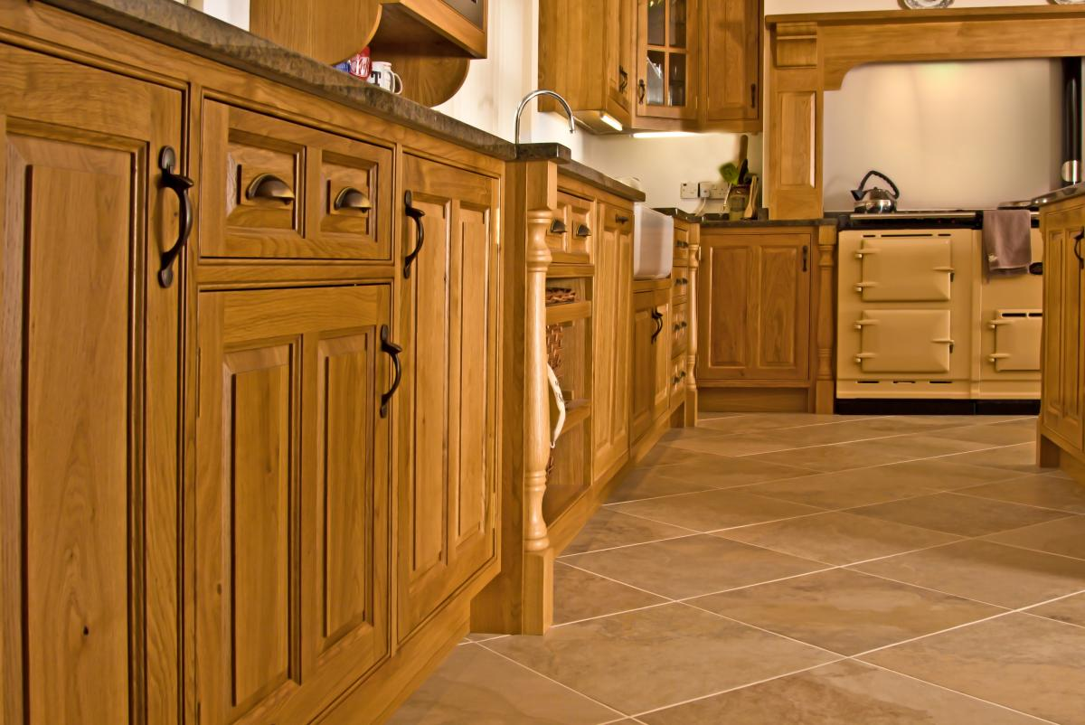 Oak Kitchen Newquay 02. Full resolution‎  image, nominally Width 1200 Height 802 pixels, image with #7A4610.