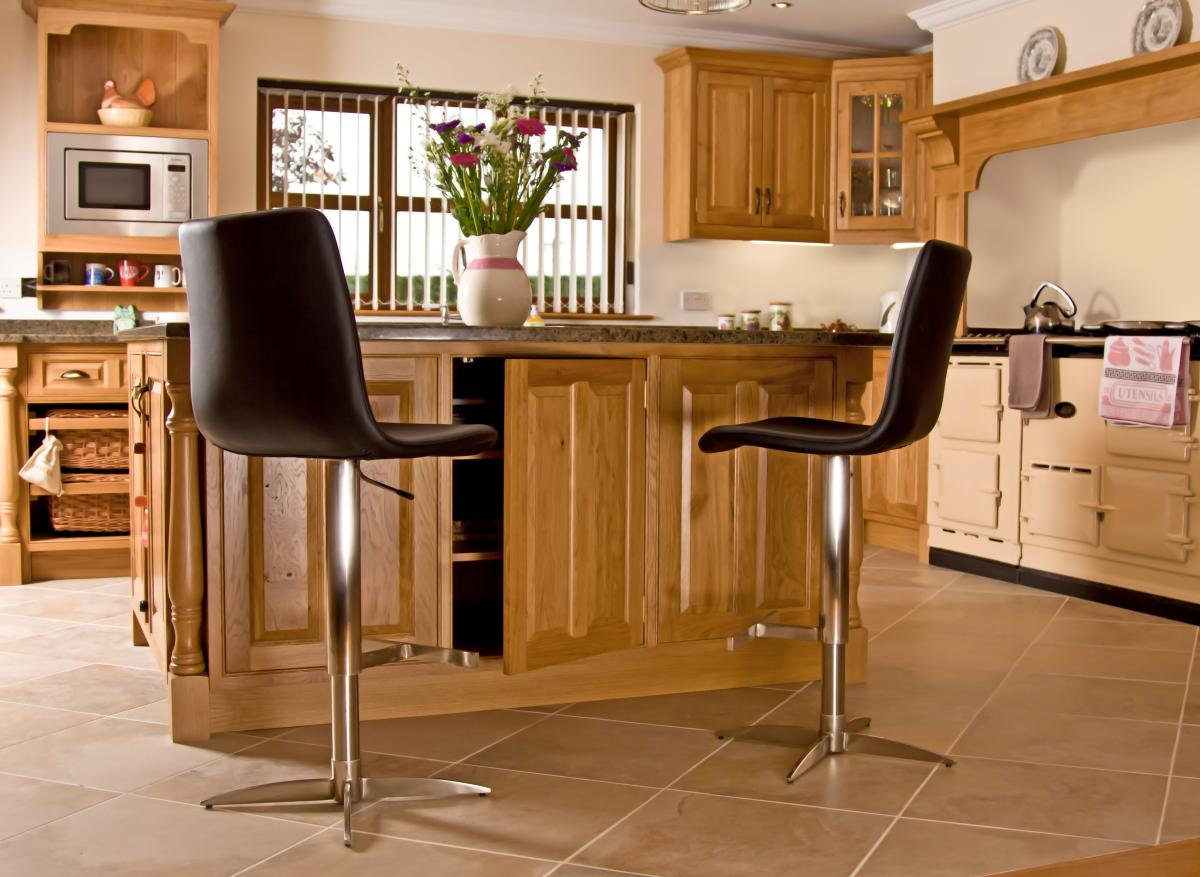 Oak Kitchen Newquay 08. Full resolution‎  image, nominally Width 1200 Height 877 pixels, image with #764819.